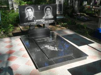 Памятник двойной из гранита прямой формы закрытый