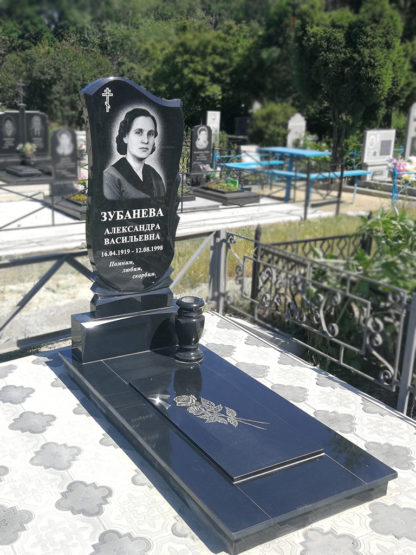 Памятник из гранита 110х50 фигурный