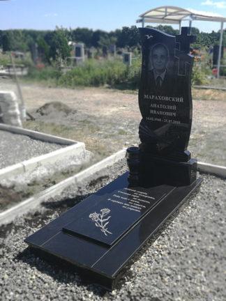 Памятник из гранита 110х60 резной крест