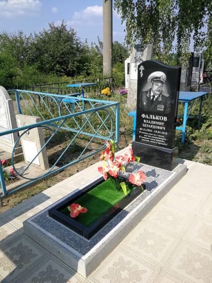Памятник из гранита 80х40 фигурный-3