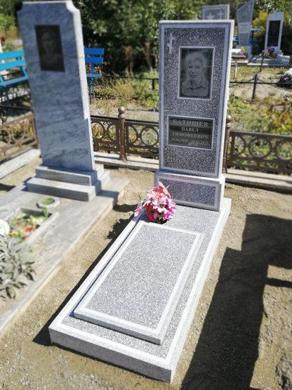 Памятник из мраморной крошки прямой 3