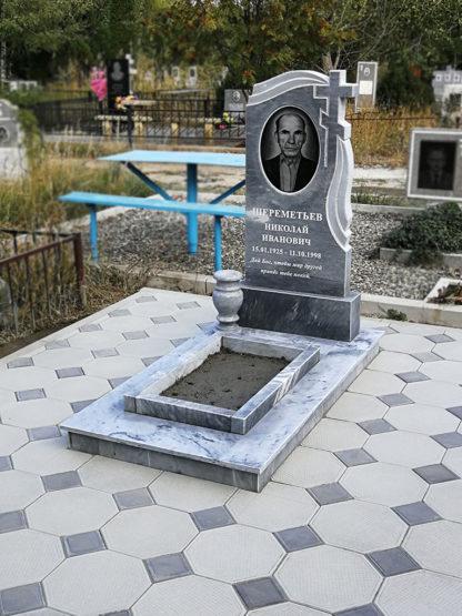 Памятник из мрамора 110х50 фигурный