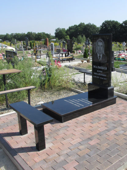 Памятник из гранита 120х60 прямой с фаской