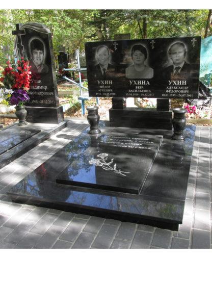 Памятник тройной из гранита 120х60