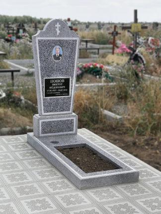 Памятник из мраморной крошки фигурный с керамикой