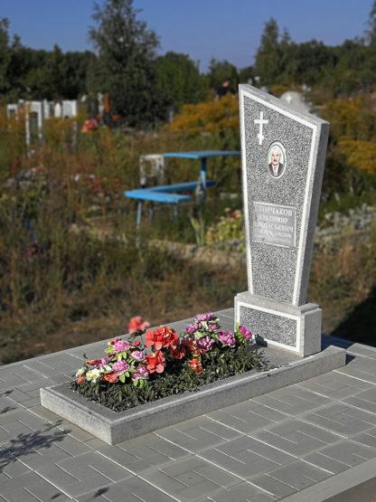 Памятник из мраморной крошки парус