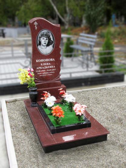 Памятник из красного гранита 110х50 фигурный