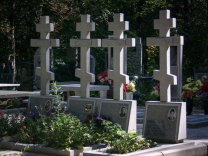 Памятник из мраморной крошки крест